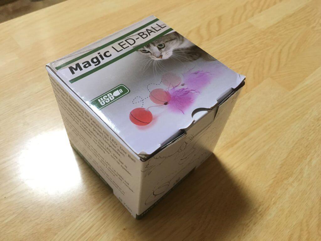 猫用自動動くボールの外箱