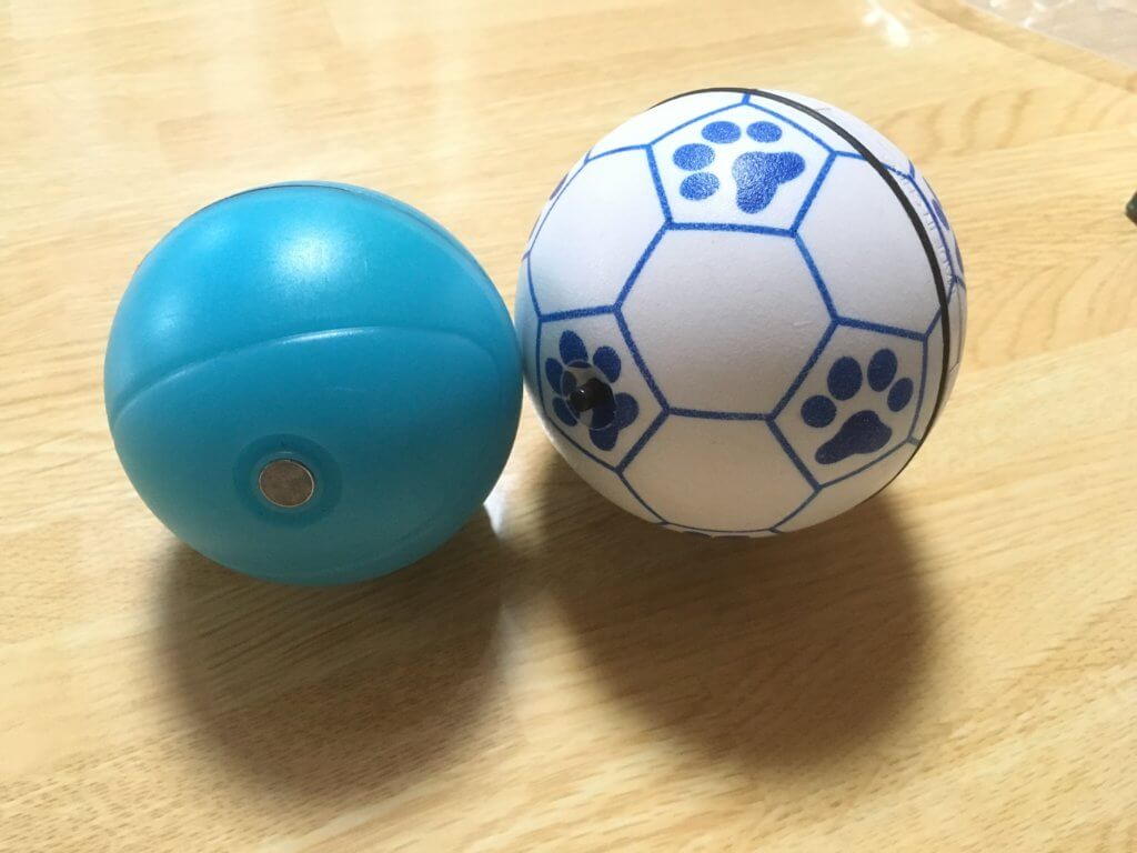猫用自動で動くボールと犬用自動動くボールのサイズ