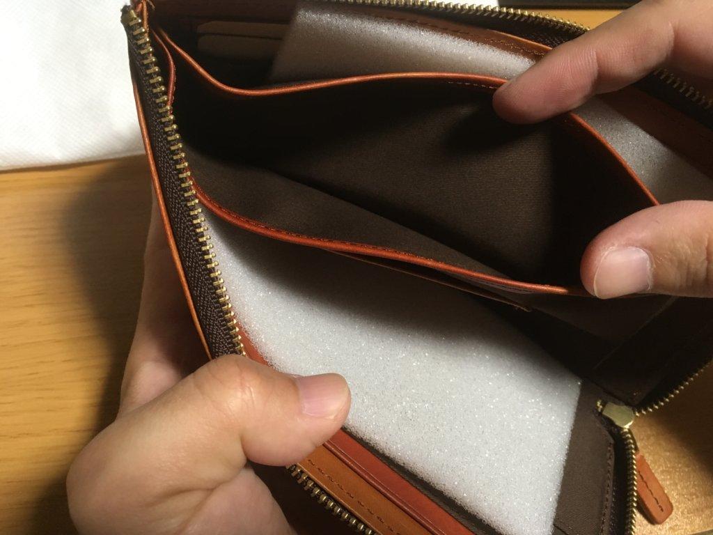 キャサリンハムネットロンドン(KATHARINE HAMNETT LONDON)L字ファスナー長財布の小銭入れを確認