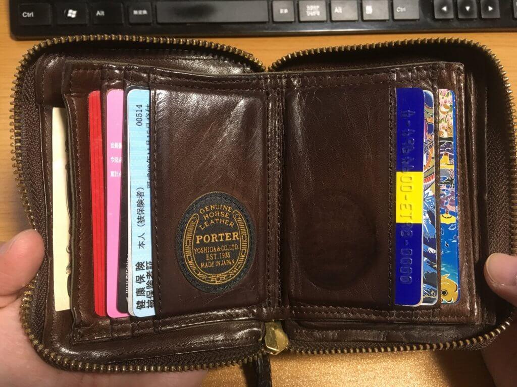 元々使っていたポーター(PORTER)の二つ折り財布を開いた様子